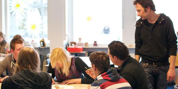Ynze van der Spek tijdens een workshop bij de Pedagogische Academie